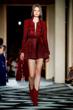 Red Fashion, Look Fashion, Runway Fashion, High Fashion, Fashion Show, Fashion Design, Stage Outfits, Fall Outfits, Elegant Dresses