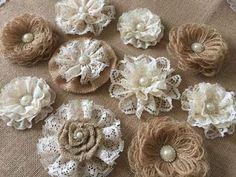15 Ideas para hacer bellísimas flores con tela de arpillera o yute ~ Haz Manualidades