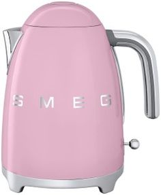 Smeg Retro Style Kettle - Pink at The Good Guys 3d Logo, Handmade Home, Small Kitchen Appliances, Home Appliances, Smeg Kitchen, Kitchen Stuff, Kitchen Ideas, Kitchenaid Handmixer, Shopping