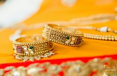 India Jewelry, Gold Jewellery, Beaded Jewelry, Gold Bangles, Bangle Bracelets, Gold Rings, Gold Ring Designs, Ornaments Design, Anarkali