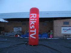Reklame søyle Riks TV       Kunde: Riks TV. Reklameprodukt for å synliggjøre sponsor. 4 meter høy. Brukes for å markere gjeldende verdensrekord i skihopp for menn på 246,5 m., satt av nordmannen Johan Remen Evensen.