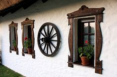 Open 7 days a week, a truly hungarian and thatched Sári Tavern awaits its guests with home-style aromas Small Cottage House Plans, Cottage Homes, Architect Design, New Homes, Restaurant, Windows, Doors, House Styles, Container