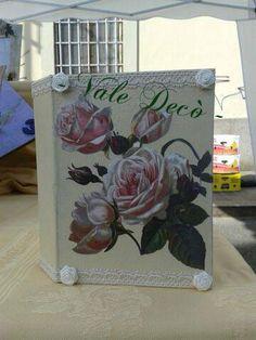 Album fotografico, base avorio, con applicazione di rose rosa, merletto e roselline di raso (formato 15x18). By Vale Decò