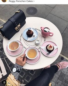 Coffee Pictures, Food Pictures, Coffee Break, Morning Coffee, Pink Cafe, Keep Calm And Drink, Girly, Food Displays, Bakery Cafe