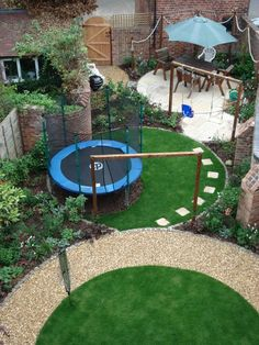 A rear garden with interlocking circular zones- even the trampoline fits in with the overall shapes and with the umbrella colour.