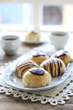 Sweet buns with vanilla cream and jam // Gammeldags fastelavnsboller