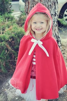 How sweet is this little red riding hood! It's the child version of the red riding hood cape pattern, a free .pdf pattern on fleecefun.com Funky Polka Dot Giraffe also shows what else she added to complete the look!