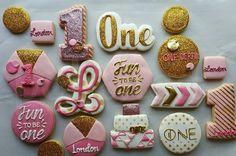 #customcookies #funtobeone #cookies #bling #one #happybirthday #polishededibles