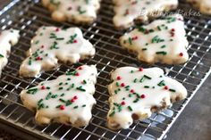 These Cinnamon Chip Shortbread Christmas Cookies ooze Christmas spirit, from their Christmas tree shape to their sprinkle decorations to their cinnamon flavor. When you want to bake up some delicious Christmas cookies, these are the best around! Christmas Tree Cookies, Holiday Cookies, Christmas Desserts, Christmas Dishes, Christmas Cooking, Cozy Christmas, Christmas Goodies, Country Christmas, Holiday Treats