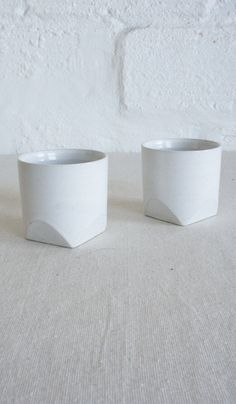 Ceramic Round Cup with Square Base
