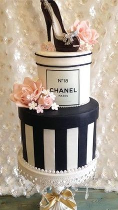 Cake Journal Cake Decorating Ideas Cupcake Designs and Other Delicious Treats Cupcakes Design, Cake Designs, Pretty Cakes, Beautiful Cakes, Amazing Cakes, Chanel Party, Shoe Cakes, Cupcake Cakes, Sweets Cake