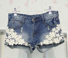 For Ash DIY shorts con encaje Denim And Lace, Lace Jean Shorts, Jeans Denim, Distressed Denim Shorts, Skinny Jeans, Ripped Denim, Blue Denim, Lace Jeans, Denim Bag