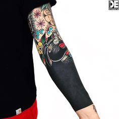 One my favorite Cover-up! Full Arm Tattoos, Black Tattoos, Sleeve Tattoos, Badass Tattoos, Tattoos For Guys, Cool Tattoos, Tatuagem Trash Polka, Mangas Tattoo, Tattoo Designs