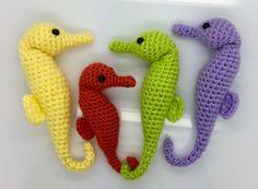 Seahorse - Free Amigurumi Pattern here: http://www.lonemer.com/2014/12/free-seahorse-pattern.html