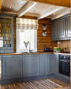 серая кухня брусовой дом: 2 тыс изображений найдено в Яндекс.Картинках Kitchen Cabinets Decor, Kitchen Interior, Kitchen Ideas, Grey Cabinets, Design Kitchen, Country Interior, Rustic Cabinets, Rustic Kitchen, Country Kitchen