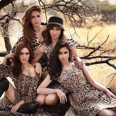MAJA, KATHRYN, ERICH and JULIA. Family Portrait Poses, Family Picture Poses, Family Picture Outfits, Family Posing, Family Pictures, Prom Photography Poses, Sister Photography, Children Photography, Sister Poses