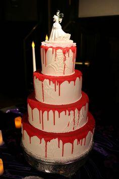 A creepy and elegant gothic wedding on Offbeat Bride Gothic Wedding Cake, Vampire Wedding, Medieval Wedding, Cupcakes, Cupcake Cakes, Cupcake Art, Beautiful Cakes, Amazing Cakes, It's Amazing