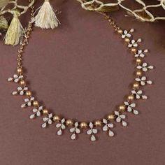 Simple Necklace Designs, Pearl Necklace Designs, Gold Necklace Simple, Gold Jewelry Simple, Jewelry Design Earrings, Gold Earrings Designs, Gold Jewellery Design, Gold Temple Jewellery, Diamond Jewellery