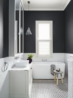 Get Inspired with 20 Luxury Black and White Bathroom Design Ideas Stunning Black and White Subway Tiles Bathroom Design Bathroom Tile Designs, Bathroom Colors, Bathroom Interior Design, Restroom Design, Bathroom Trends, Minimalist Bathroom, Modern Bathroom, Contemporary Bathrooms, White Subway Tile Bathroom