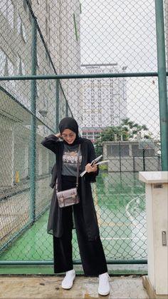 Modest Fashion Hijab, Modern Hijab Fashion, Street Hijab Fashion, Casual Hijab Outfit, Hijab Fashion Inspiration, Ootd Hijab, Hijab Chic, Muslim Fashion, Casual Outfits