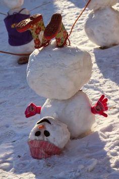 24 Clever Ways to Build a Snowman ein Schneemann steht Kopf The post 24 Clever Ways to Build a Snowman appeared first on Kinder ideen.