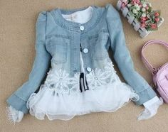 Denim and lace: excellent combination! Diy Jeans, Recycle Jeans, Denim And Lace, Diy Clothing, Sewing Clothes, Denim Ideas, Altered Couture, Recycled Denim, Mode Style