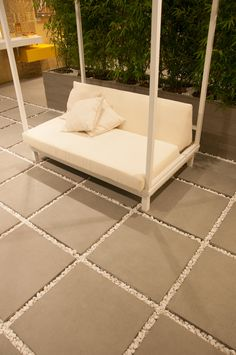 neue generation von terrassenplatten del conca feinsteinzeug in betonoptik platten terrasse. Black Bedroom Furniture Sets. Home Design Ideas