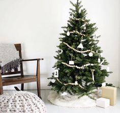 33 Small Christmas Tree Decor with Lighting Ideas Bead Garland Christmas Tree, Small Christmas Trees, Gold Christmas Tree, Wood Bead Garland, Beaded Garland, Christmas Themes, Christmas Lights, Natural Christmas, Xmas Tree