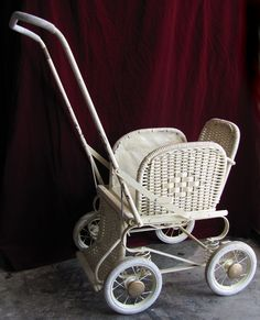 cool Vintage Pram, Vintage Shabby Chic, Pram Stroller, Baby Strollers, Old Fashioned Toys, Old Baskets, Prams And Pushchairs, Baby Buggy, Dolls Prams