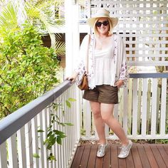 Today's #everydaystyle ... hope you had a lovely Sunday. We walked to the markets this morning and I had a lovely afternoon on the deck with a girlfriend. Shorts are @bohemian.traders available in the #stylingyoushop (link in profile - free shipping ends at midnight - enter SYSPRINGSHOP15 at checkout). The kimonos sold out super quickly but they're still available at Bohemian Traders. The @louenhide bag is also available in my shop. Tap for other details.