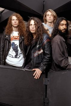 Soundgarden - Leia agora os nossos artigos sobre música grunge em http://mundodemusicas.com/category/grunge/