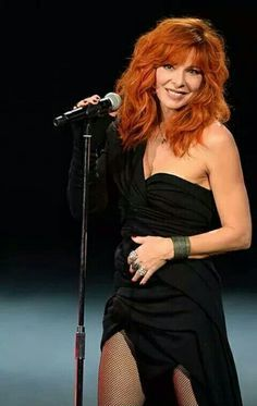 Selena, All Black Dresses, I Love Redheads, Gorgeous Redhead, Beautiful Ladies, Women In Music, Redhead Girl, Red Hair Color, Laura Lee