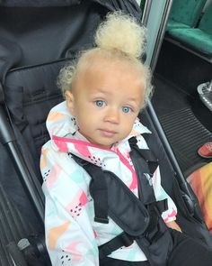 So sun tanned Cute Mixed Babies, Cute Babies, Baby Kids, Kids Fever, Baby Fever, Beautiful Children, Beautiful Babies, Kids Around The World, Baby Girl Hairstyles