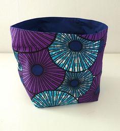 Corbeille / panier de rangement/ vide-poche, réversible, en tissu wax africain à motifs ronds turquoise violet et doublure bleu foncé  : Meubles et rangements par une-embellie
