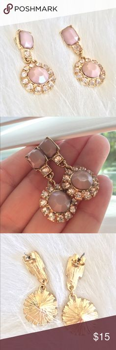 statement earrings Beaaauutiful drop statement earrings with gorg colored nude/taupe center stone, gold colored. Worn once! They are in like new shape and still have a lot of wear left in them! So chic and cute - perfect colors to go with EVERYTHING! Jewelry Earrings