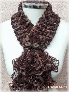 Knitting & CO: ruffled Golinha Knit Cowl, Knitted Shawls, Crochet Scarves, Crochet Shawl, Crochet Clothes, Ruffle Yarn, Crochet Ruffle, Sashay Yarn Projects, Sashay Scarf