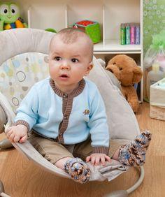 Egal in welchen Farben man diese süßen Söckchen strickt, sie sind immer der Hit! Das Muster ist leicht und die Farbauswahl groß, da kann man schnell passende Socken für die ganze Baby Garderobe...