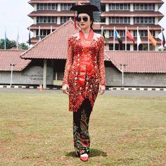 Image may contain: 1 person, standing and outdoor Model Kebaya Brokat Modern, Kebaya Modern Hijab, Kebaya Hijab, Batik Kebaya, Kebaya Dress, Kebaya Muslim, Dress Brokat, Old School Fashion, Kimono Fashion