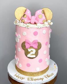 "𝐐𝐮𝐚'𝐓𝐞𝐬𝐡𝐚 𝐅𝐞𝐥𝐝𝐞𝐫•𝗖𝗮𝗸𝗲 𝗗𝗲𝘀𝗶𝗴𝗻𝗲𝗿 on Instagram: ""𝕆𝕙 𝕋𝕎𝕆𝕕𝕕𝕝𝕖𝕤 🎀 : : : : : Sprinkles & Cuban Link: @sprinklesbygcc : : : : : : : : : : : : : : : : : : : : : : #minniecake #minniemousecake…"" Minnie Mouse Cake, Custom Cakes, Cuban, Sprinkles, Treats, Link, Instagram, Design, Personalized Cakes"