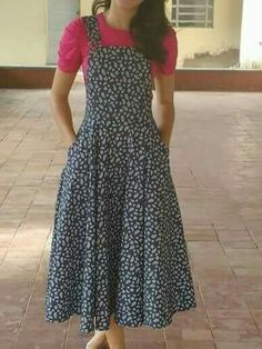 Frock Fashion, Indian Fashion Dresses, Girls Fashion Clothes, Clothes For Women, Denim Dungaree Dress, Dungarees Outfits, Modest Outfits, Chic Outfits, Fashion Outfits