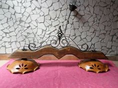 Lampadario rustico in ferro battuto e legno diffusori in terracotta