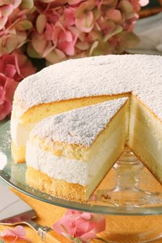 Deliciously delicious cheese cream cake with icing sugar-Traumhaft leckere Käse-Sahne-Torte mit Puderzucker Make your own cream cheese cake with icing sugar – recipes – bildderfrau. Cake With Cream Cheese, Cream Cake, Easy Cookie Recipes, Cake Recipes, Pastry Recipes, Icing Sugar Recipe, Red Wine Gravy, Onion Pie, Flaky Pastry