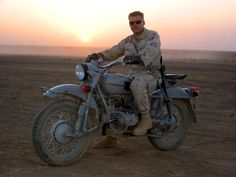 US army soldier with his ural motorcycle in Iraq (1600x1200)