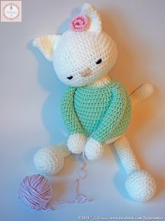 "Rag Doll Kittens Amigurumi Pattern: Learning project ""Kitten Mía"" – Tarturumies - We present Mia, a very affectionate kitten, who loves to play with her yarn ball ♥ ♥ ♥ At the request of many of you who wanted to learn with us to ma Crochet Amigurumi Free Patterns, Crochet Dolls, Knitting Patterns, Cat Crochet, Yarn Ball, Cat Pattern, Crochet Projects, Creations, Diy And Crafts"