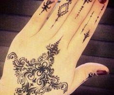 Henna design | We Heart It