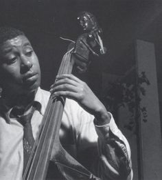 Bass player Paul Chambers photographed by Francis Wolff Jazz Artists, Jazz Musicians, Francis Wolff, Paul Chambers, Jazz Cat, Jazz Radio, Jazz Players, Kind Of Blue, Cool Jazz