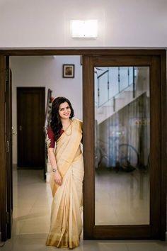 Kerala Saree Blouse Designs, Cotton Saree Blouse Designs, Onam Saree, Kasavu Saree, Set Saree Kerala, Kerala Traditional Saree, Saree Models, Saree Look, Elegant Saree