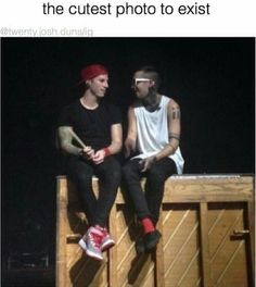 Find images and videos about twenty one pilots, tyler joseph and josh dun on We Heart It - the app to get lost in what you love. Josh Dun, Tyler Y Josh, Joshua William Dun, Troye Sivan, Pentatonix, Staying Alive, Fall Out Boy, My Chemical Romance, Ukulele