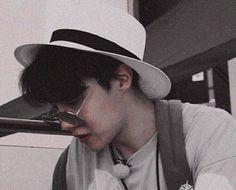 He looks like a sugar daddy 👀 Namjoon, Taehyung, Seokjin, Jung Hoseok, Jung So Min, Rapper, Foto Bts, K Pop, J Hope Tumblr