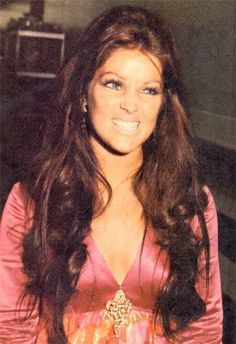 Priscilla Presley....hair length and style